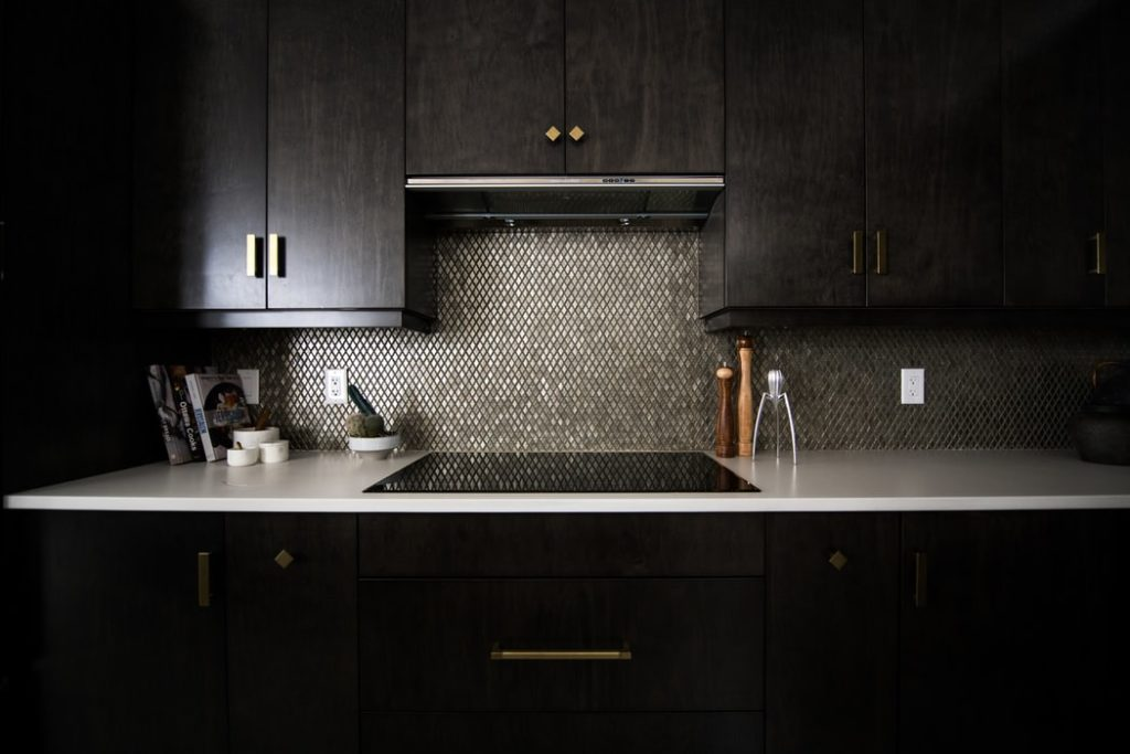 A dark kitchen, a popular 2019 design trend.