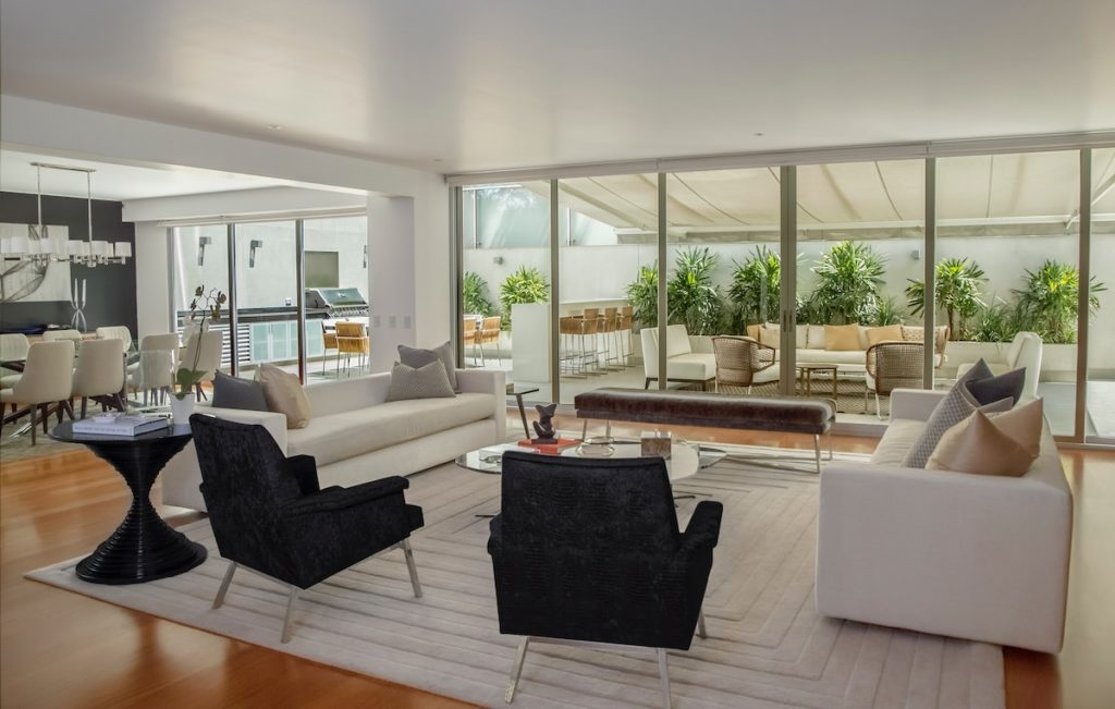 Luxury condo with selling strategies